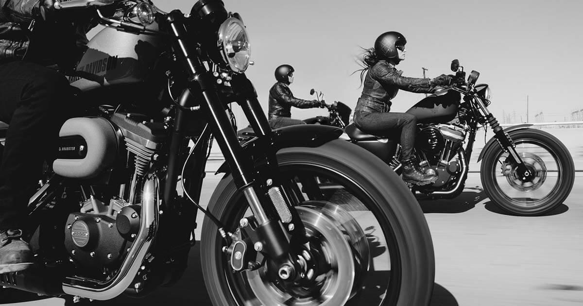 gyoes motorok suhannak