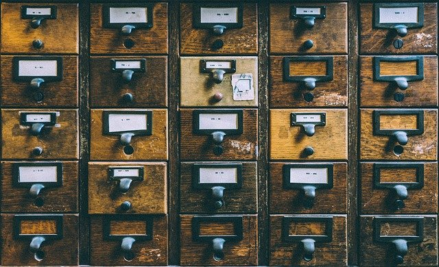 könyvtári indexcédulák fiókjai