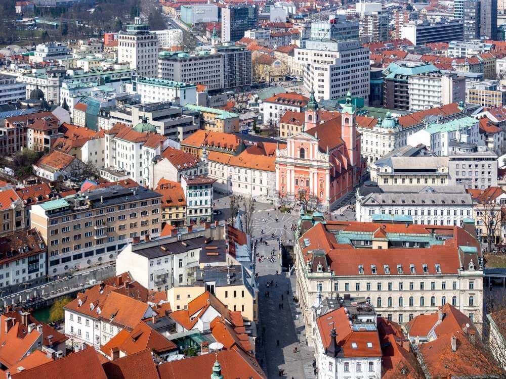 Ljubljana főteének képe átméretezve, tömörítve